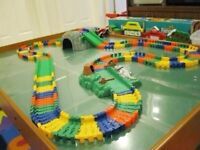 Flexible Track Set in bright colors woth safari cars