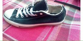Navy converse size 7 trainers