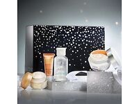 Bargain Avon Christmas gifts now with Free rep delivery
