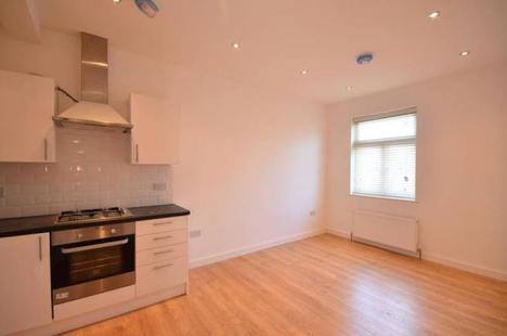 NEWLY REFURBISHED 2 BEDROOM FLAT ON GREEN LANES MINUTES AWAY FROM MANOR HOUSE STATION ONLY 1550PCM