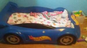 Hot wheels bed and mattress