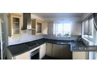 2 bedroom flat in Squires Court, London, N3 (2 bed) (#1081137)