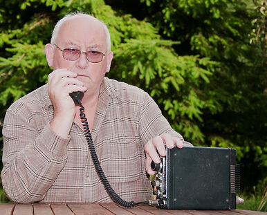 How to Buy an Amateur Radio Transceiver on eBay
