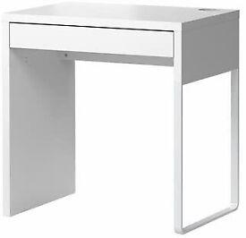 IKEA small desk-excellent condition