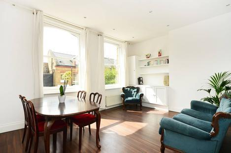 NEWLY REFURBISHED 2 DOUBLE BEDROOMS, 2 BATH PRIVATE TERRACE APARTMENT IN FINSBURY PARK