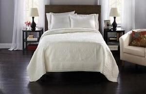 King and queen size quilt for sale at $40.00 only