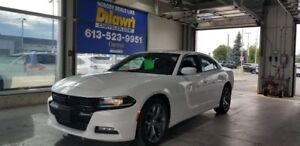 2017 Dodge Charger SXT w/ Navigation, Sunroof