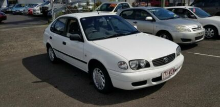 2000 Toyota Corolla White Automatic Hatchback