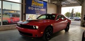 2017 Dodge Challenger RWD SXT PLUS w/ Navigation, Sunroof