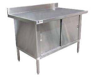 CABINET / TABLE EN STAINLESS AVEC DOSSIER