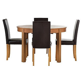 Woodbury Oval Extendable Table & 4 Black Chairs.