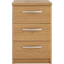 New Hallingford 3 Drawer Bedside Chest - Oak Effect