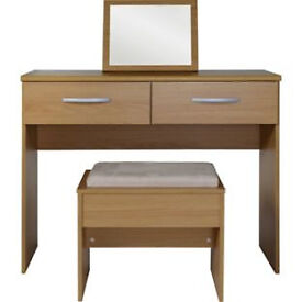 New Hallingford Dressing Table, Stool and Mirror - Oak