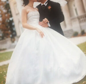 GORGEOUS IVORY WEDDING DRESS - SILK SATIN