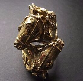 21 grams 8 ct gold horse ring i can pist sugned trackingvnext day felivery
