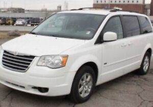 Town and & country 2008 Chrysler white blanc DVD touring