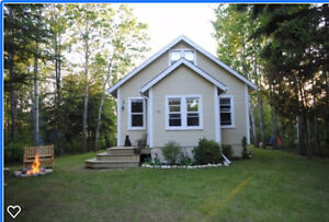 Charming Private Year Round Cottage, in Gimli