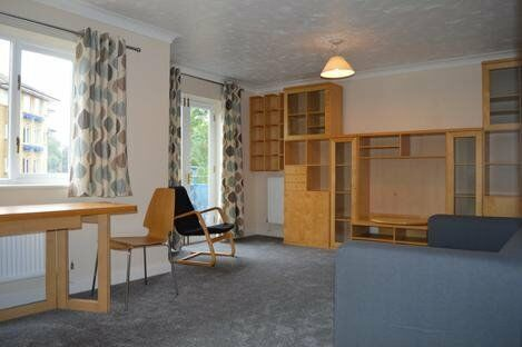 VERY SPACIOUS 1 BEDROOM FLAT IN MYDDLETON AVE AVAILABLE END OF AUG WITH OFF ST PARKING