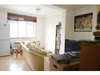 SPACIOUS TWO BEDROOM APARTMENT - A 2 MINUTE WALK TO FINSBURY PARK STATION. CALL NOW!!