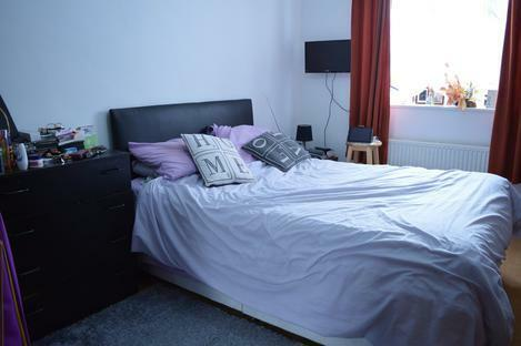 FANTASTIC 3 BED FLAT MOMENTS AWAY FROM HOXTON AND A 20 MIN WALK TO LIVERPOOL STREET X-Local