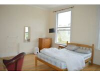 SPACIOUS THREE BEDROOM APARTMENT - NO LOUNGE - IDEAL FOR STUDENTS - IN THE HEART OF HOLLOWAY!
