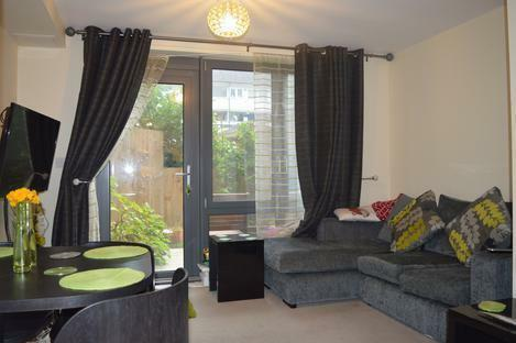 STUNNING 2 DOUBLE BEDROOM APARTMENT LOCATED MINUTES FROM OLD STREET STATION ONLY 1800PCM