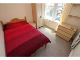 Cheap double bedroom 12 minutes away from Westfield Stratford Shopping Center!
