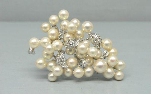 Gorgeous 10K White Gold Pearl and Diamond Pin