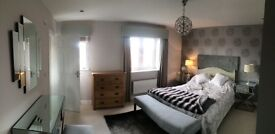 Beautiful en suite room in large detached house available now new bed and four door sliding wardrobe