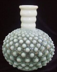 FENTON FRENCH OPALESCENT HOBNAIL COLOGNE BOTTLE – CIRCA 1938 Gatineau Ottawa / Gatineau Area image 1