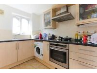 *Bright and spacious two double bedroom top floor apartment in E1*