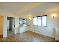 Huge Wapping Apartment with Solid Oak flooring throughout, 2 bathrooms, Banging Location