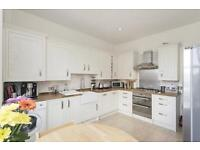*MUST SEE* Bright and spacious 3 bedroom property on the slopes with access to communal gardens!