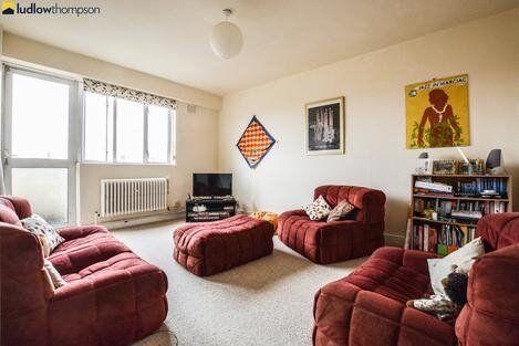 *Stunning top floor 1 bed property in Stepney Green*