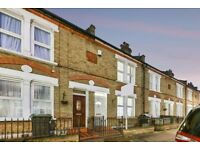 CATFORD - MODERN LARGE NEWLY DECORATED 2 BEDROOM HOUSE WITH PRIVATE GARDEN !!