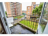 Delighful 2 double bedroom apartment minutes away from amazing transport links