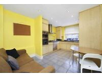 Spacious and bright 4 bedroom apartment in St John's Wood £2600. Available now!