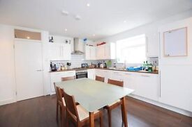 5 double bedrooms, 2 bathrooms, with private garden near clapham north station!!!
