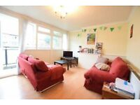 BRIGHT PROPERTY WITH 4 DOUBLE BEDROOMS, 2 PRIVATE BALCONIES, QUICK TO GO IN KENNINGTON