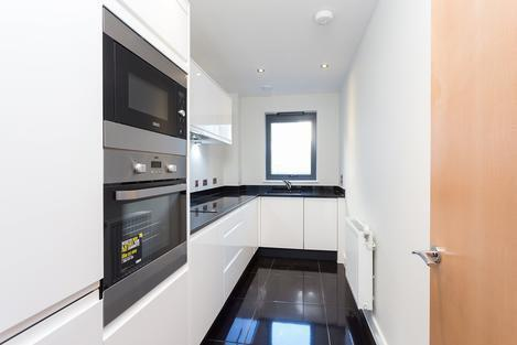 STUNNING ONE BEDROOM FLAT WITH A ROOF TERRACE FINISHED TO A VERY HIGH STANDARD