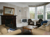 TOP QUALITY THREE BEDROOM PROPERTY WITH GARDEN.