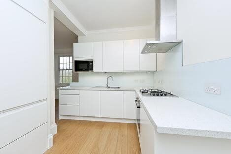 STUNNING 3 DOUBLE BEDROOM APARTMENT WITH 2 BATHS IN OLYMPIA *W14*