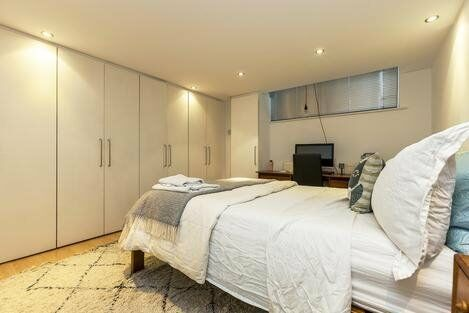 Modern 2 Bedroom Apartment Minutes from Barbican and Old Street