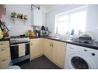 Immacualte 4 Bed Semi Detached House - Moments from Clapham Junction Station