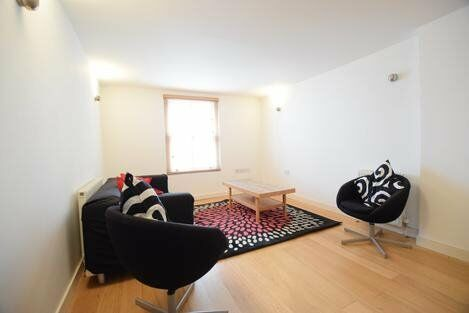 Immaculate Two Bedroom Apartment Only A Short Walk From Clapham Junction Station - SW11