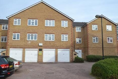 *Newly Painted* Good sized one bedroom property part furnished in the heart of Camberwell.
