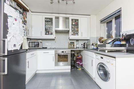 STUNNING 2 BEDROOM 2 BATH IN N18 - CULPEPPER CLOSE