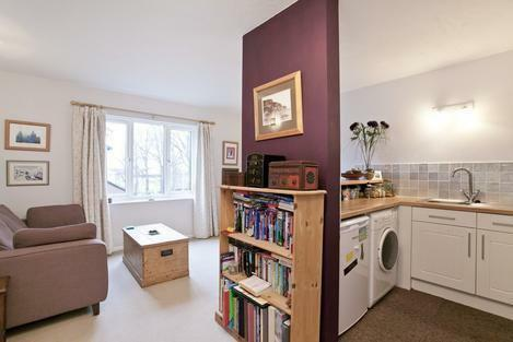 Ultra-Modern Apartment Situated In Private Estate, In Heart Of Tooting Broadway - SW17.