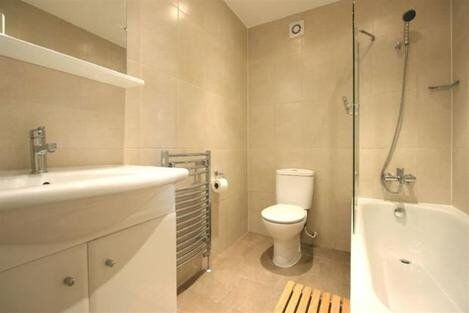 Spacious 4 Bedroom Property Minutes From Holloway Road - Camden Road