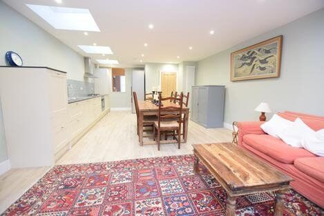Beautiful 3 bedroom property near stockwell station!!!